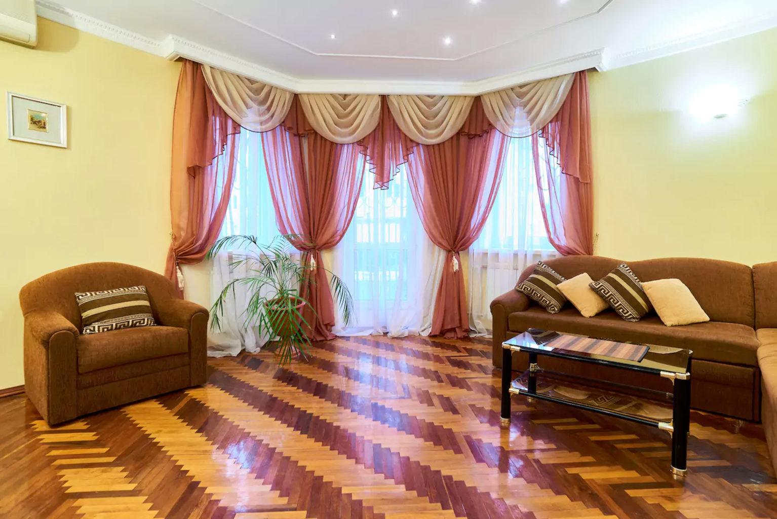 Двухкомнатная квартира на подоле посуточно ул Спасская