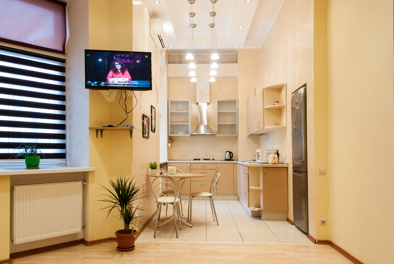One room apartment in the center of Kiev, Mikhailovskaya 9b