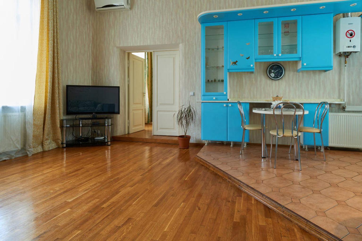 Двокімнатна квартира подобово Богдана Хмельницького